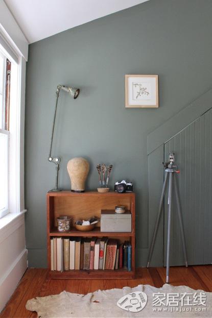 搭配胡桃木色实木家具和木地板