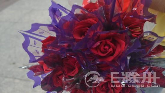 气球编玫瑰花步骤图